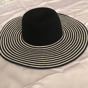 Black and white floppy hat